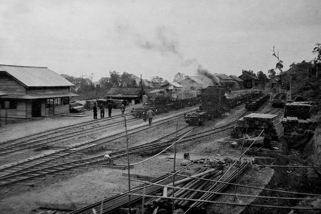 Fenqihu  Station in the past